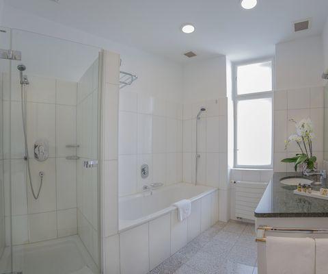 Badezimmer - Deluxe Suite im Appartement-Hotel an der Riemergasse