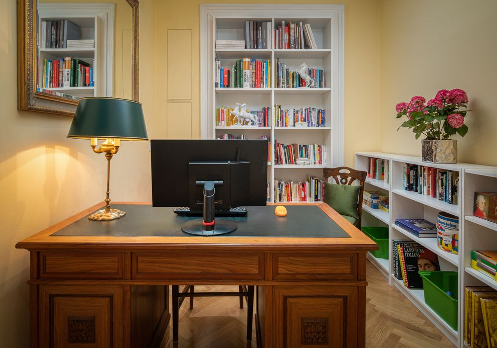 Working Station mit Drucker an der Rezeption